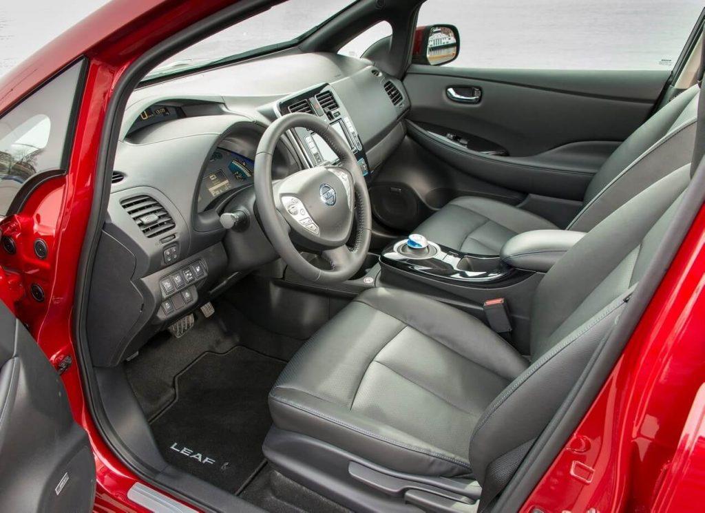 Nissan Leaf салон
